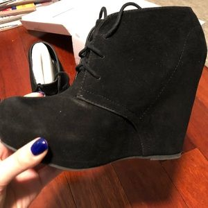 SHI by journeys black Suede bootie